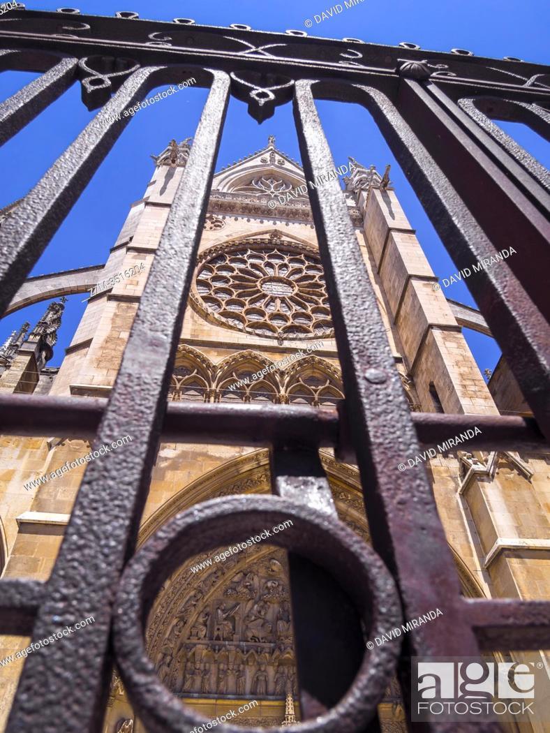 Stock Photo: Catedral gótica de Santa María. León. Castilla León. España.