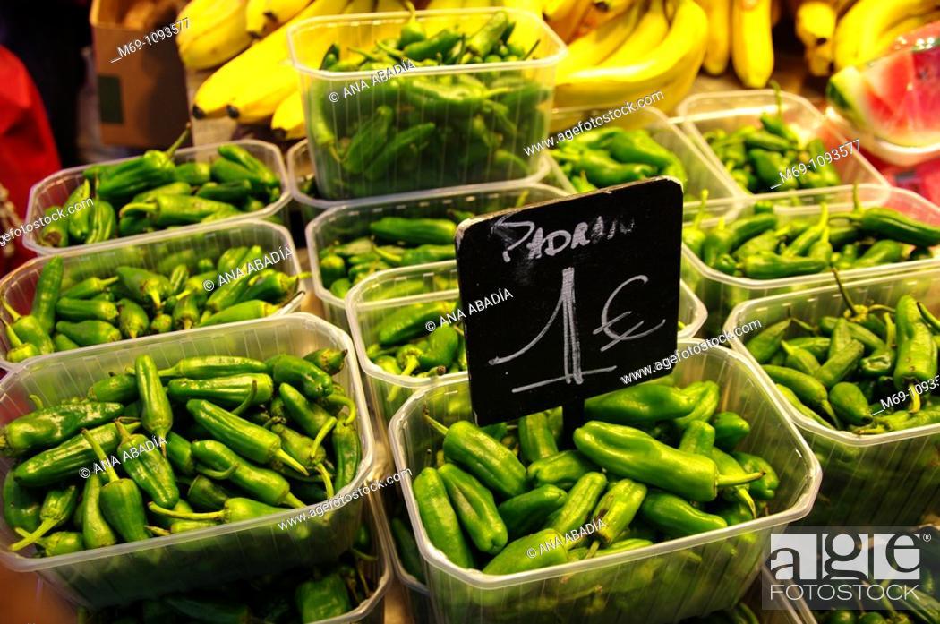 Stock Photo: Venta de verdura en el Mercado de Sant Josep, La Boqueria, Barcelona.