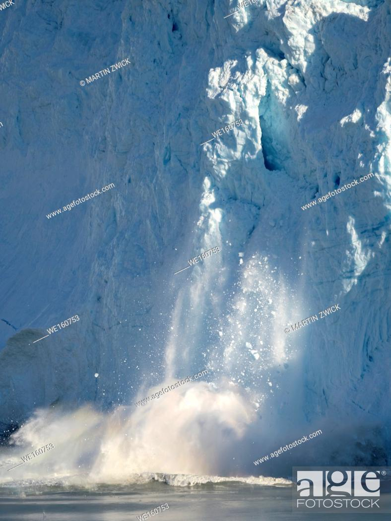 Imagen: The glacier Eqip (Eqip Sermia) calving, in western Greenland. America, North America, Greenland, Denmark.