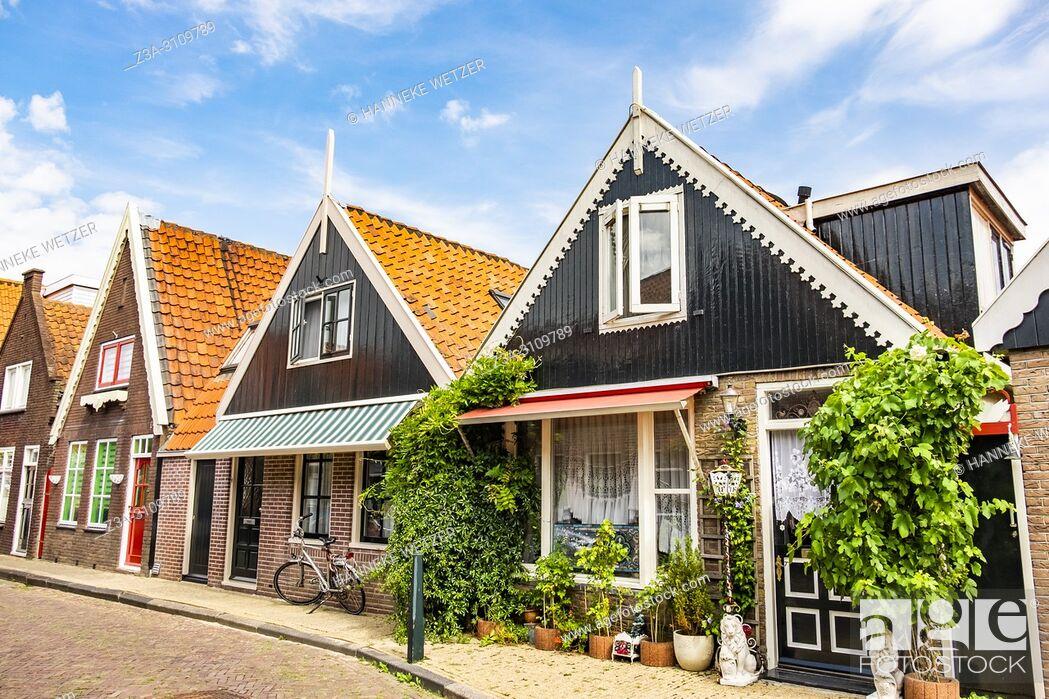 Photo de stock: Streets of Volendam, North-Holland, the Netherlands, Europe.