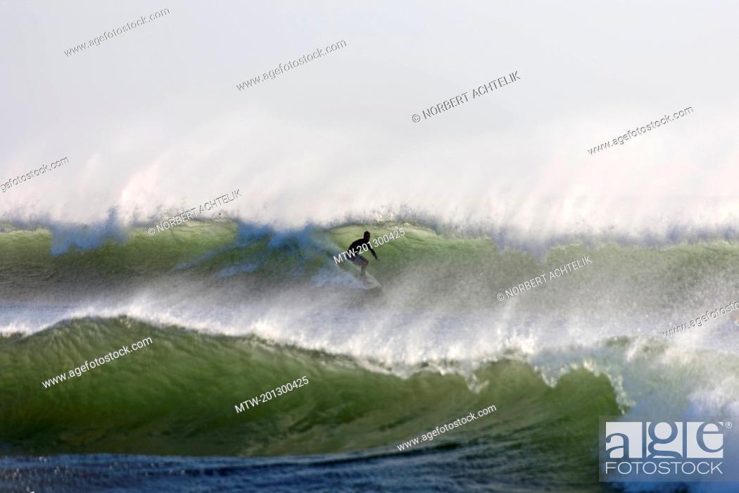 Imagen: Man surfing on the wave in sea, Samara, Costa Rica.