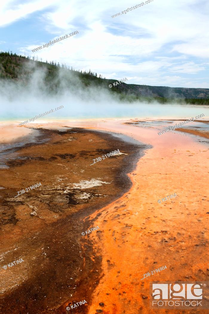 Imagen: Grand Prismatic Spring in Yellowstone's Midway Geyser Basin, Yellowstone National Park, Wyoming, USA.