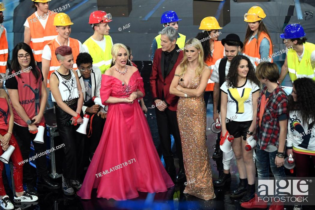 Imagen: Claudio Baglioni, Antonella Clerici, Michelle Hunziker, Sanremo Young boys during Sanremo Italian Music Festival, Sanremo, Italy 10/02/2018.