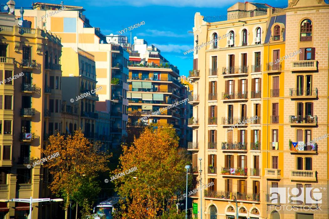 Imagen: Tourists destination Barcelona, Spain. Barcelona is known as an Artistic city located in the east coast of Spain.