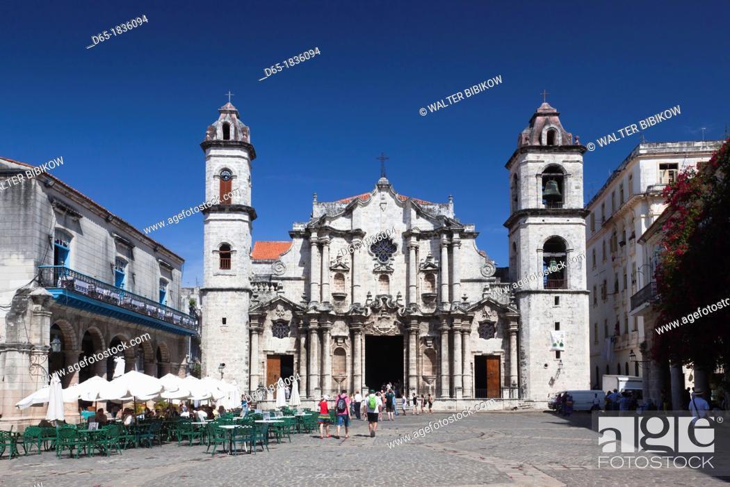 Stock Photo: Cuba, Havana, Havana Vieja, Plaza de la Catedral, Catedral de San Cristobal de la Habana.