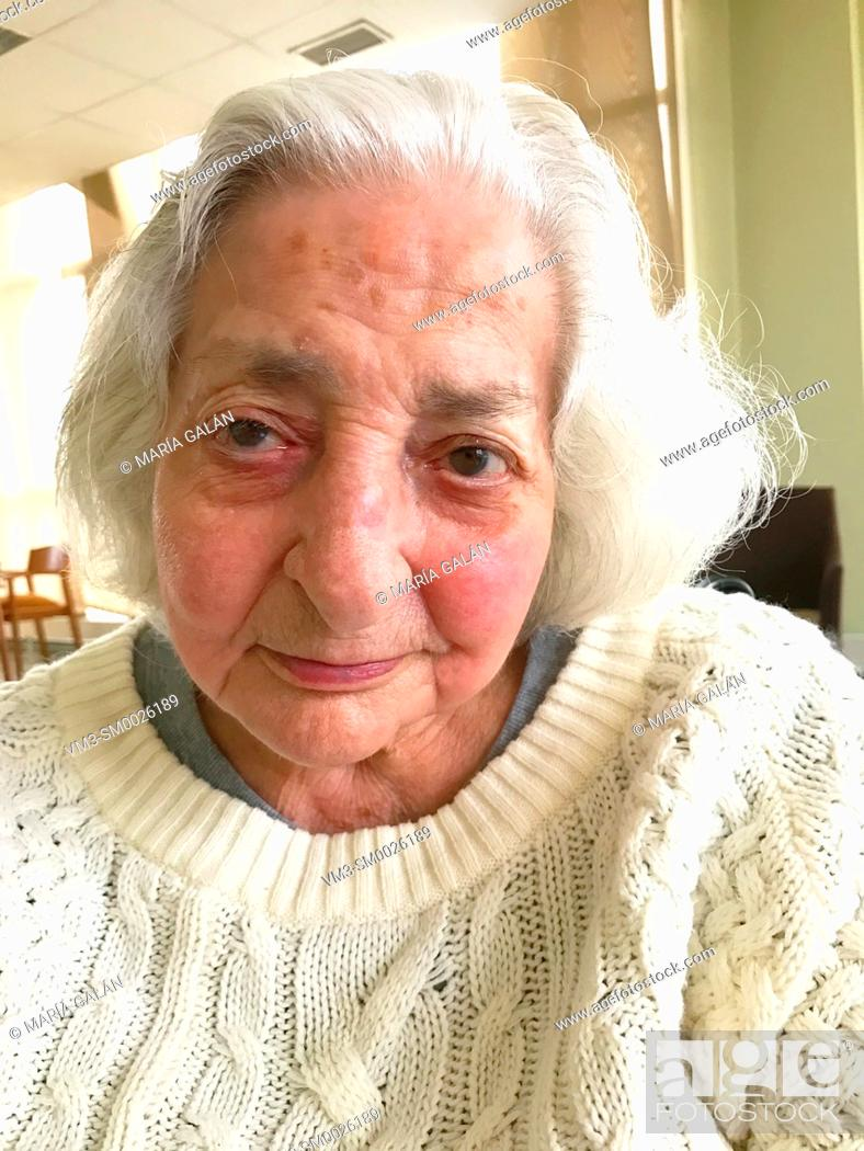 Imagen: Portrait of old lady.