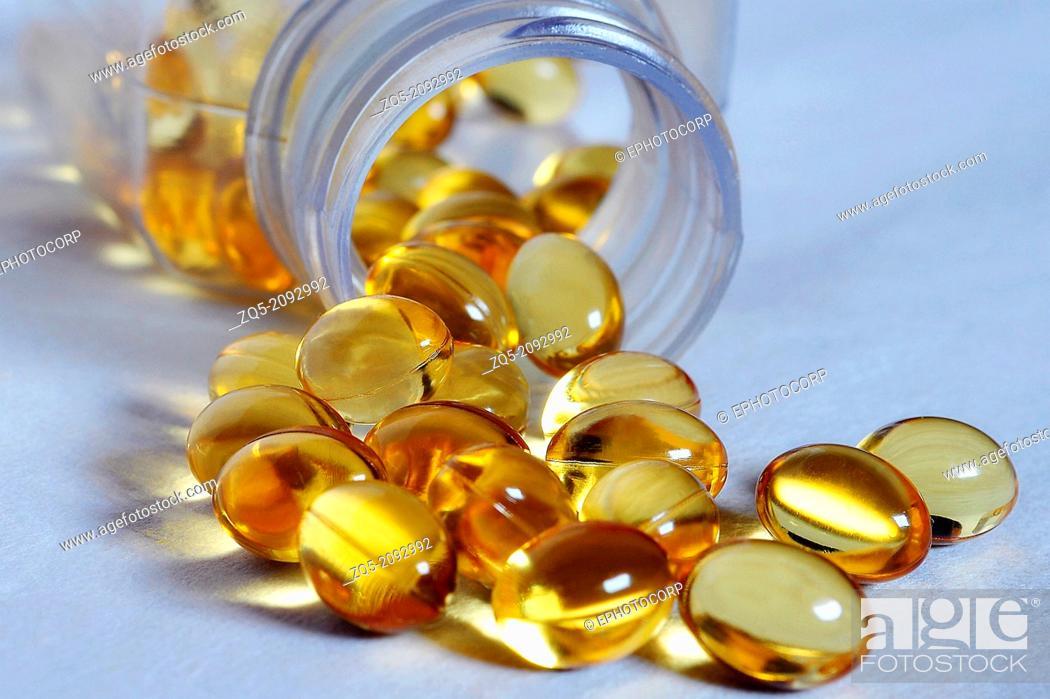 Imagen: close up of cod liver oil pills, India.