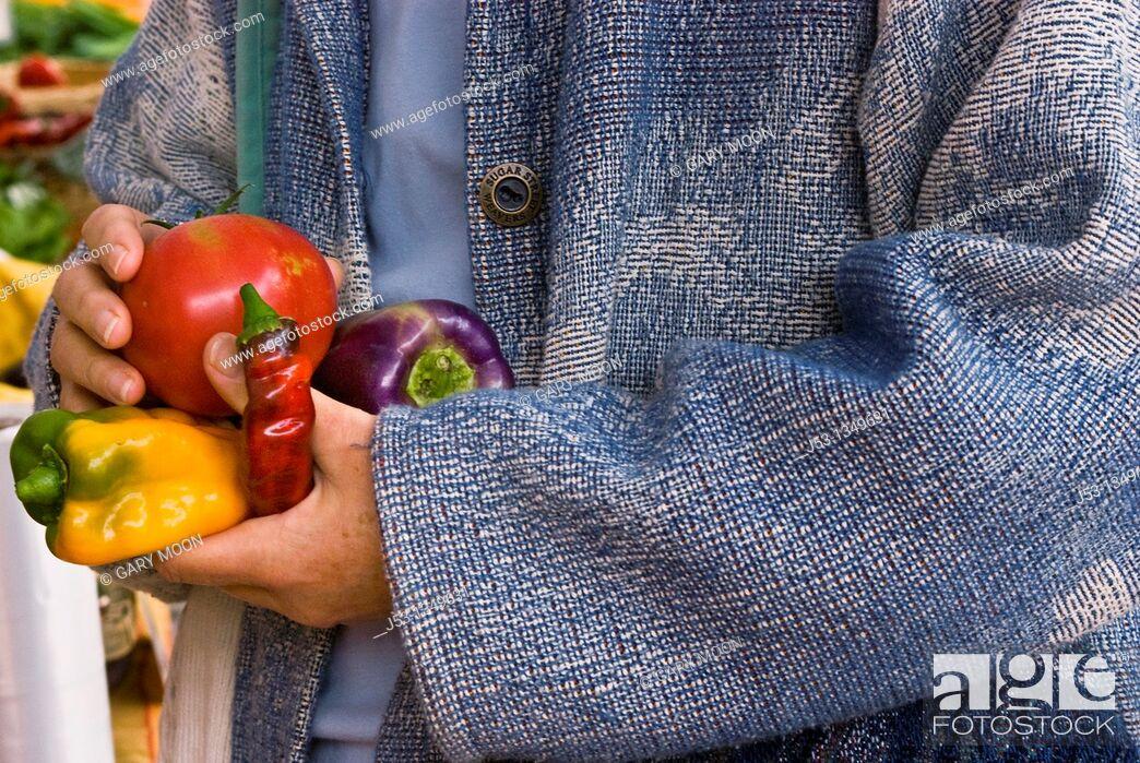 Stock Photo: Shopping for organic produce at farmers' market, Nevada City, California.