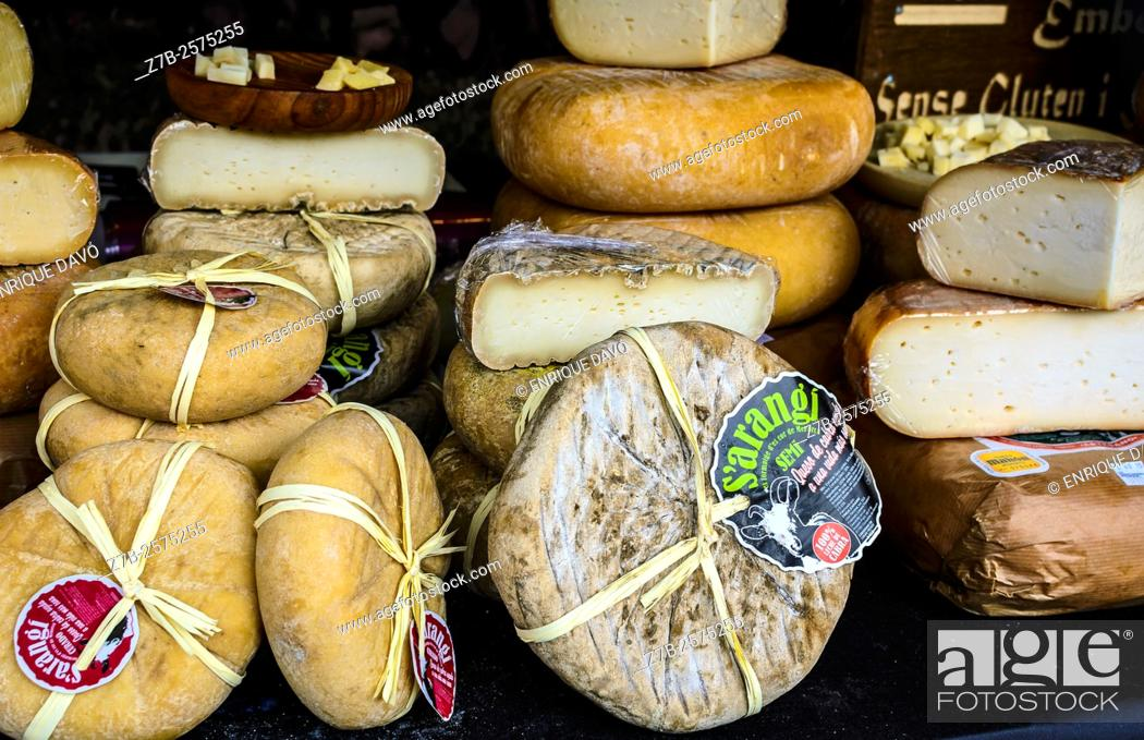 Stock Photo: View of some cheese in Opera square, Madrid city, Spain.