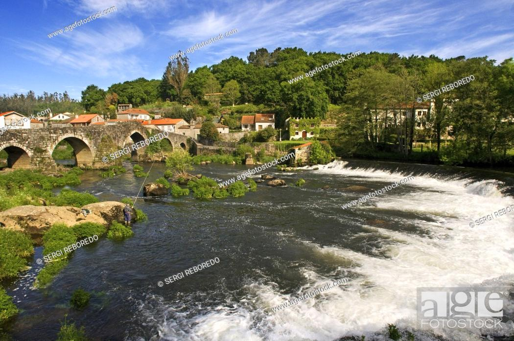Imagen: Way of St. James, Jacobean Route. Ponte Maceira, River Tambre, the most significant bridge all the way. It is a beautiful building from the late fourteenth.