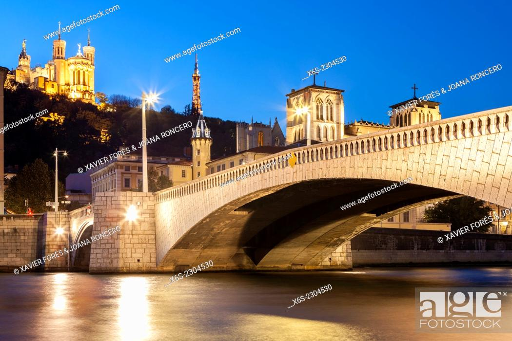 Stock Photo: View of the Cathedral of St-Jean and the Bonaparte bridge in Lyon, Rhône, Rhône-Alpes, France.