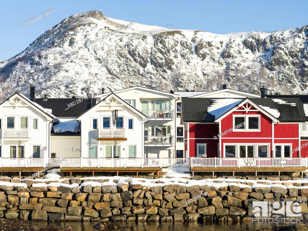 Imagen: Small town Kabelvag, island Austvagoya. The Lofoten islands in northern Norway during winter. Europe, Scandinavia, Norway, February.