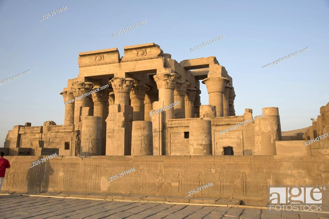 Imagen: Partial view of the Temple of Kom Ombo, Is an unusual double temple, It was constructed during the Ptolemaic dynasty, 180â.