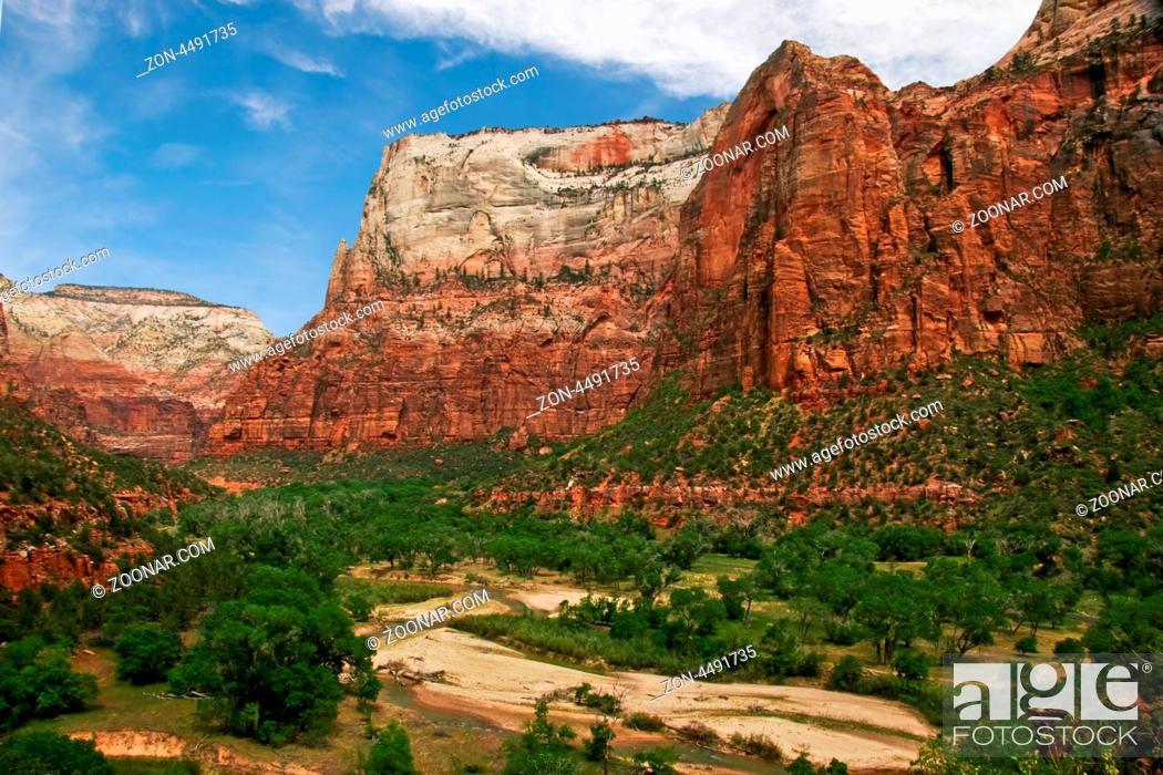 Imagen: Beautiful river in Zion canyon. Utah. USA.