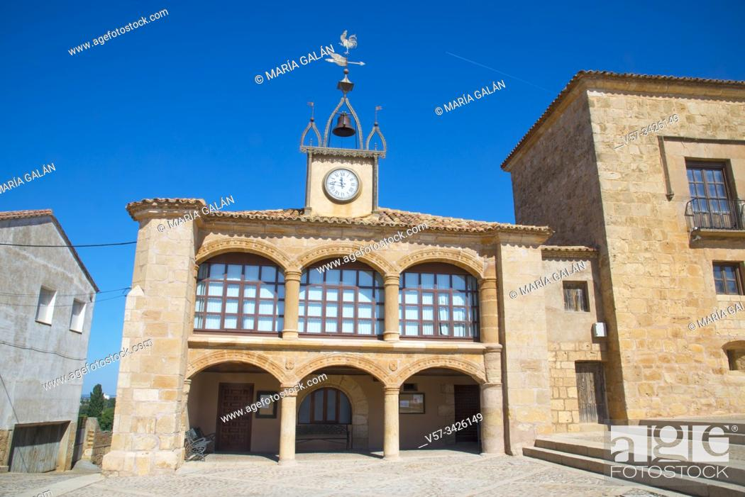 Photo de stock: Town hall. Plaza Mayor, Moron de Almazan, Soria province, Castilla Leon, Spain.