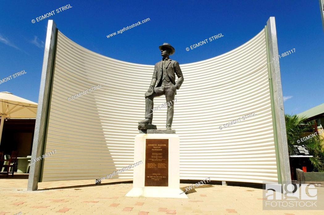 Imagen: Andrew Barton Banj Paterson (author of Waltzing Mathilda) memorial at Winton, Queensland Outback, Australia.
