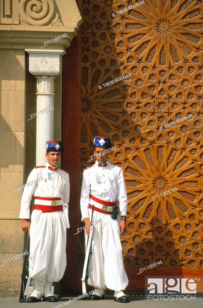 Stock Photo: Morocco, Rabat, Royal Palace, guards,.