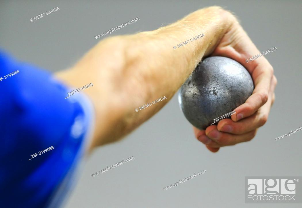 Imagen: Images of players, judges and public of the Petanque doubles world championship in Canada. .