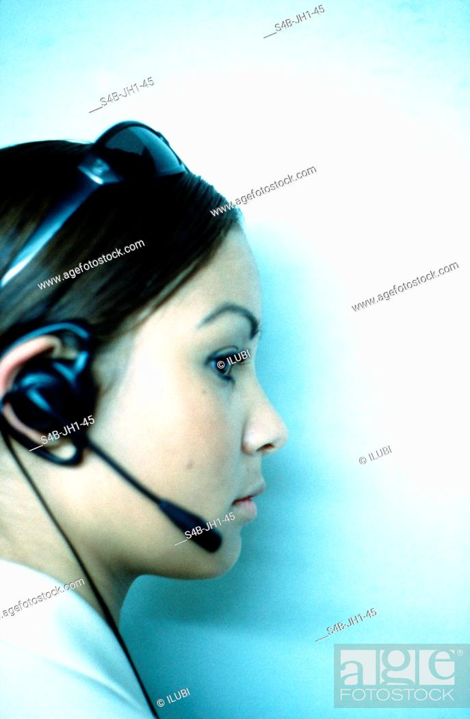 Imagen: Young Woman with Headset.