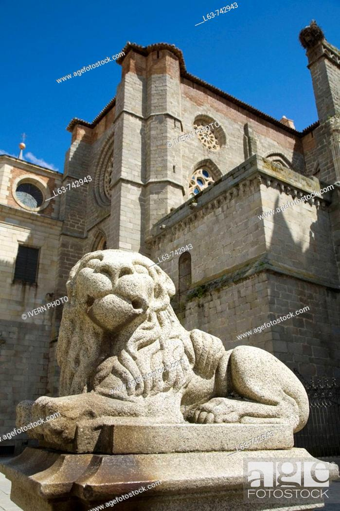 Stock Photo: Lion statue and Cathedral (12th-15th century, oldest Gothic Cathedral in Spain), Avila (city added to the Unesco's World Heritage List in 1985), Castilla-Leon.