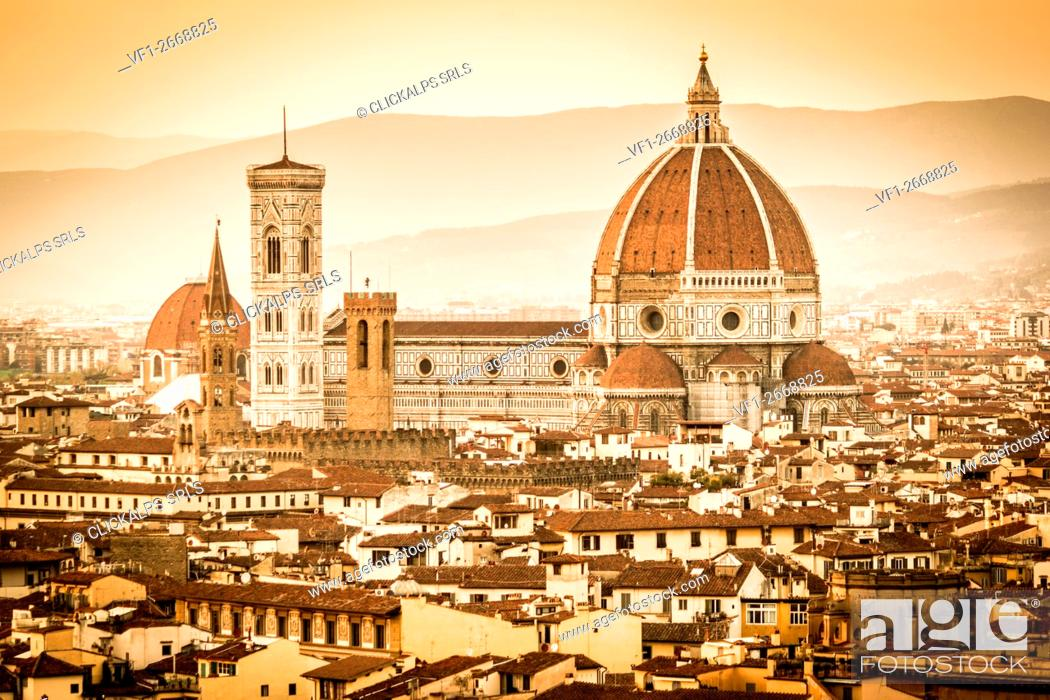 Photo de stock: Florence, Tuscany, Italy. cityscape and Cathedral and Brunelleschi Dome, Giotto Tower. Sunset, lights on.