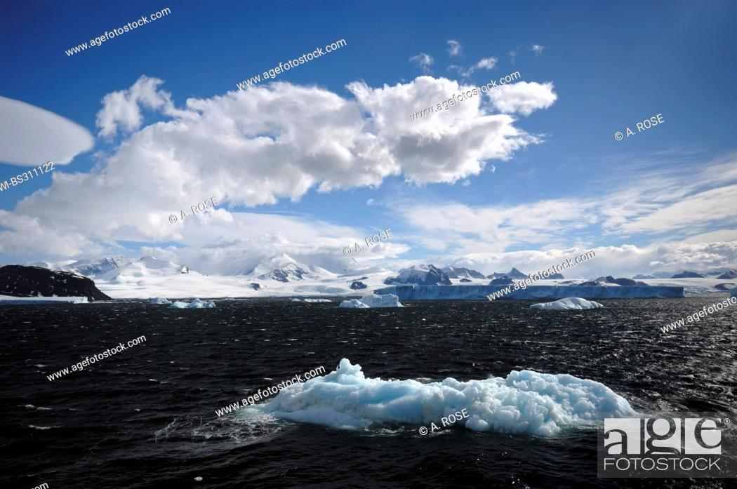 Imagen: panoramic view over the Weddell Sea at the peninsula coast in the 'Larsen A' area, Antarctica.