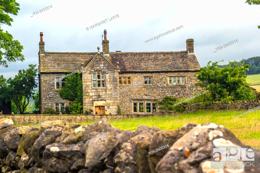 Stock Photo: Scenic view of an old stone house in the countryside with stone wall, Yorkshire, England, UK.