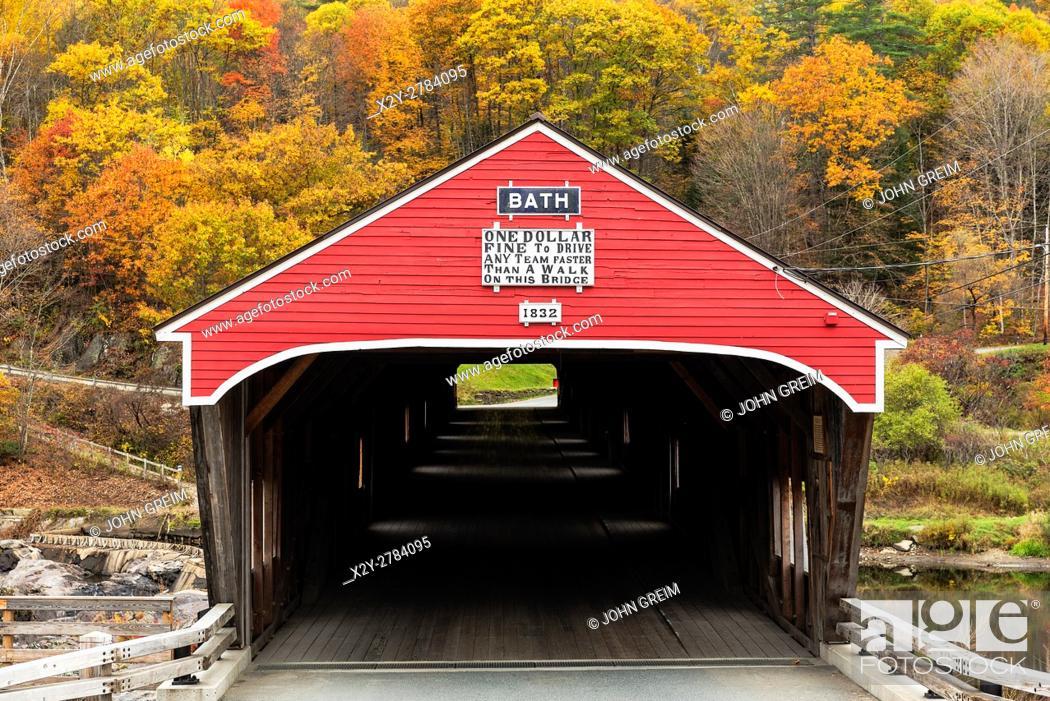 Stock Photo: Covered bridge in autumn, Bath, New Hampshire, USA.