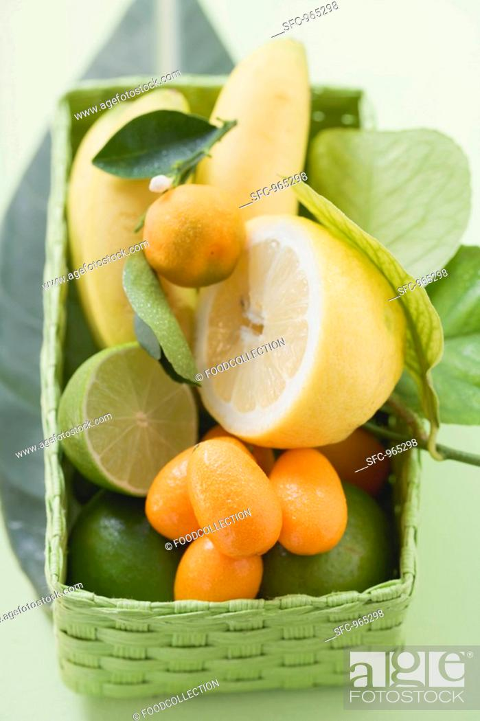 Stock Photo: Citrus fruit and bananas in green basket.