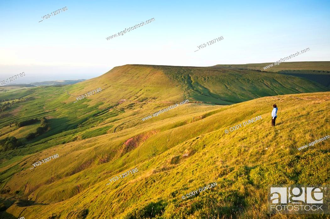 Stock Photo: View from Twmpa towards Hay Bluff, Black mountains, Brecon Beacons national park, Wales.