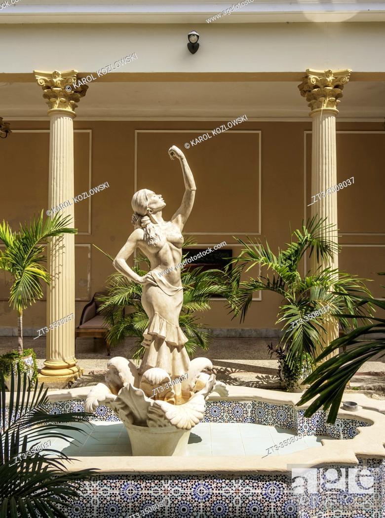 Imagen: Hotel La Sevillana, interior, Camaguey, Camaguey Province, Cuba.