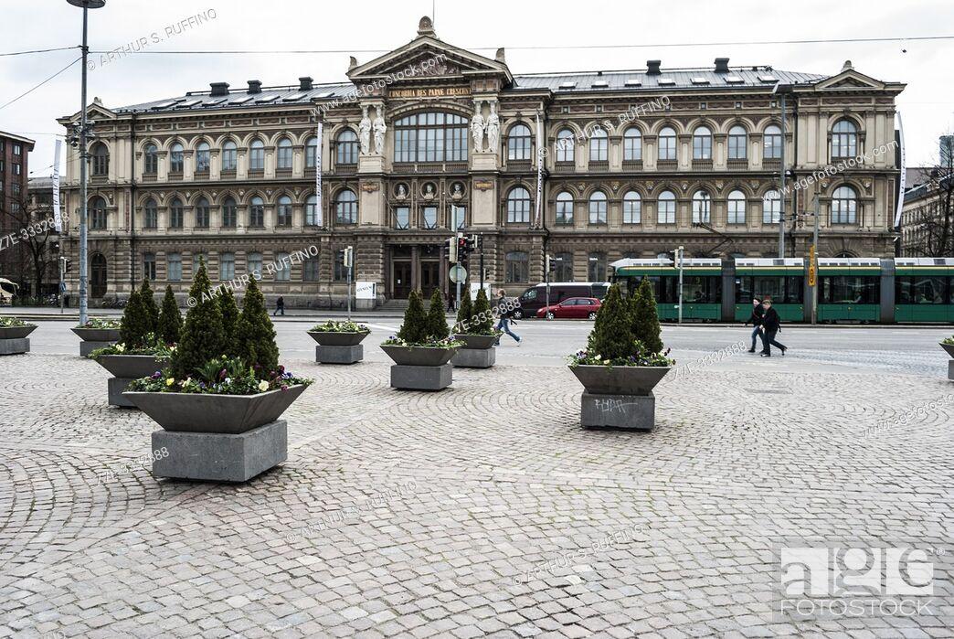 Imagen: Ateneum building (Art Museum), Helsinki Railway Square, Helsinki, Finland, Europe.