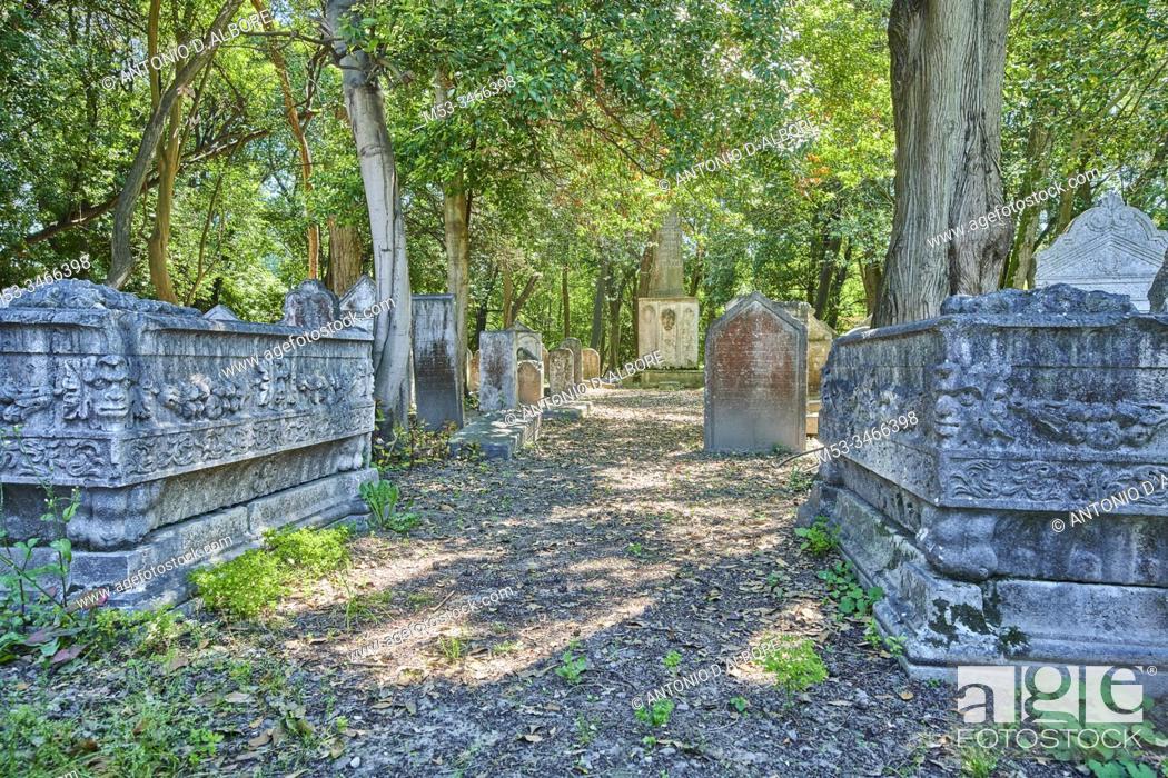 Imagen: Tombs at the Jewish Cemetery at Venice Lido. Venice. Veneto. Italy.