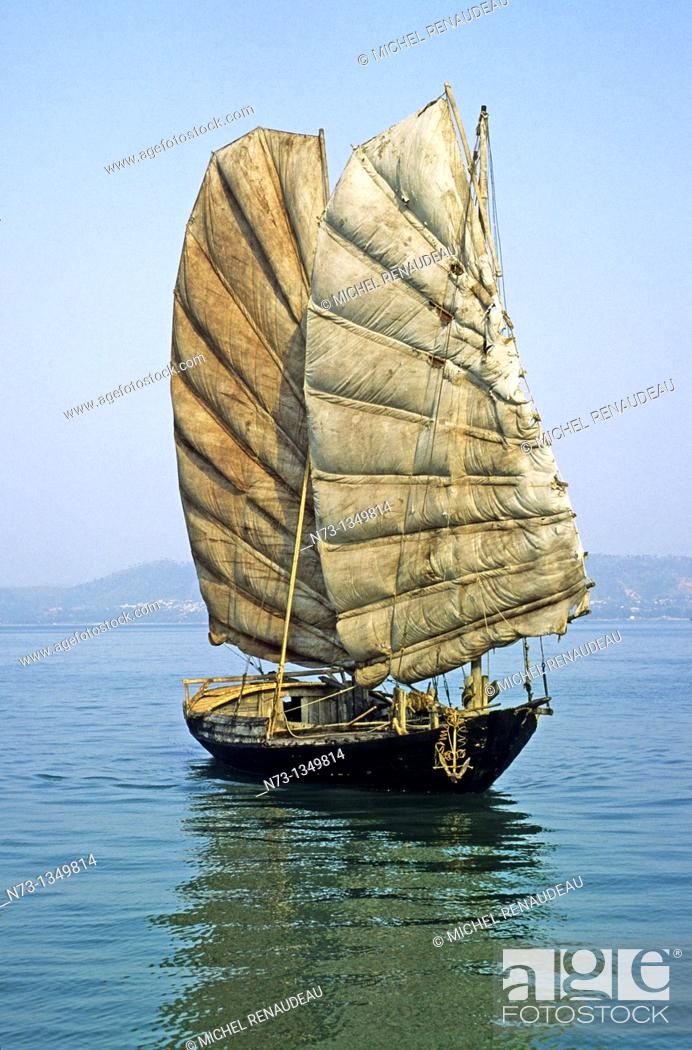 Stock Photo: Vietnam, Halong Bay, listed as World Heritage by UNESCO, jonque traditionnelle.