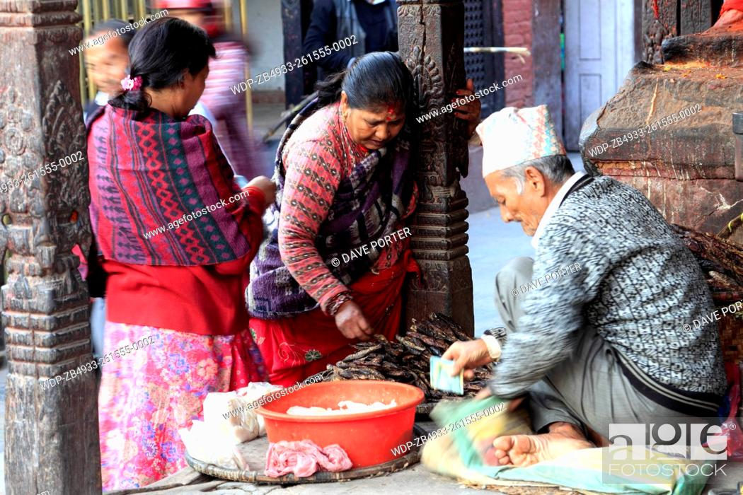 Imagen: Street seller, UNESCO World Heritage Site, Durbar Square, Old Town, Kathmandu City, Nepal, Asia.