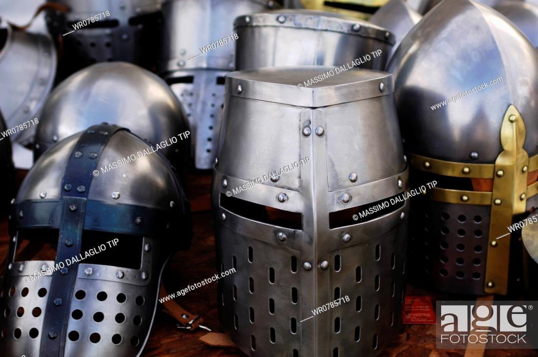 Imagen: Medieval helmets.