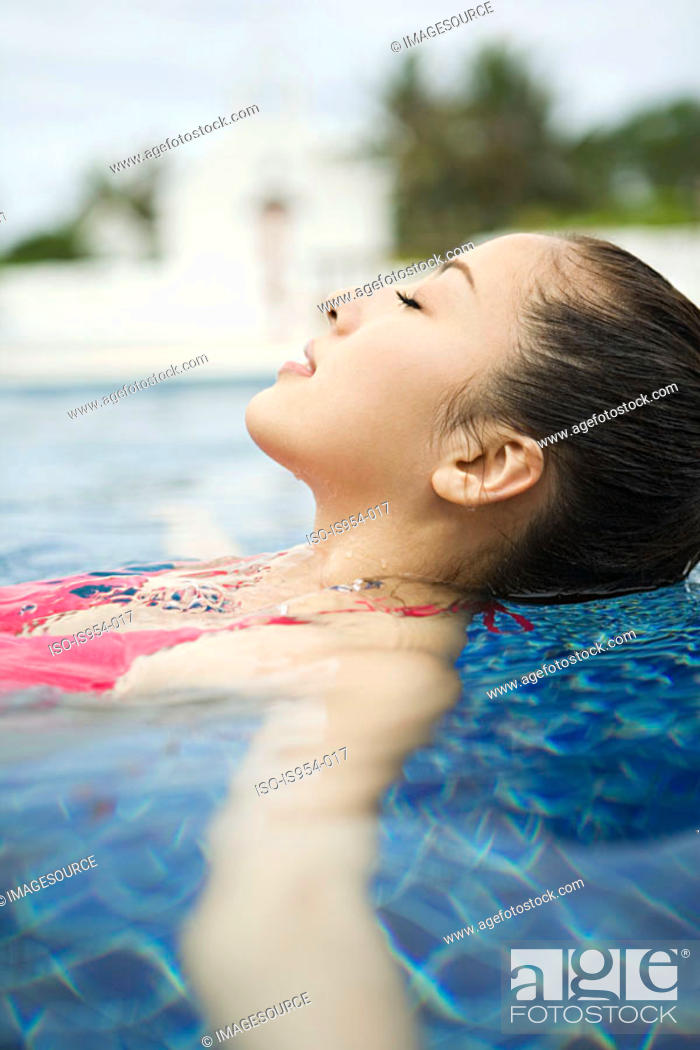 Stock Photo: Beautiful woman relaxing in swimming pool.