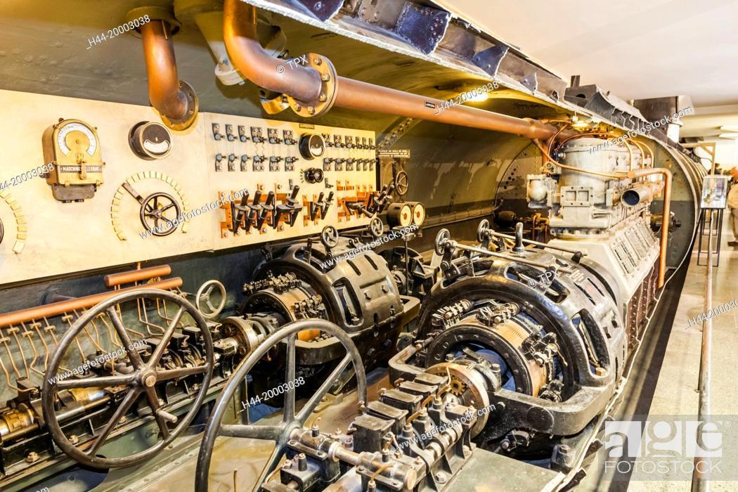 Stock Photo: Germany, Bavaria, Munich, Deutsches Museum, Exhibit of WWII U-boat.