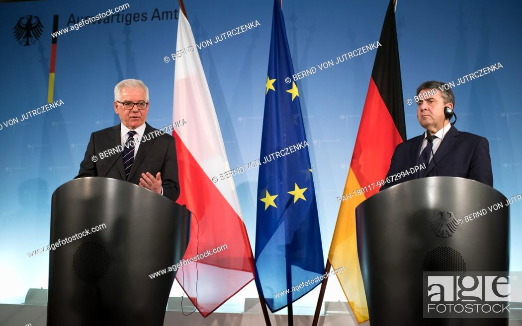 Imagen: German Foreign Minister Sigmar Gabriel (R, SPD) and his Polish counterpart, Jacek Czaputowicz, giving statements during a joint press conference after their.