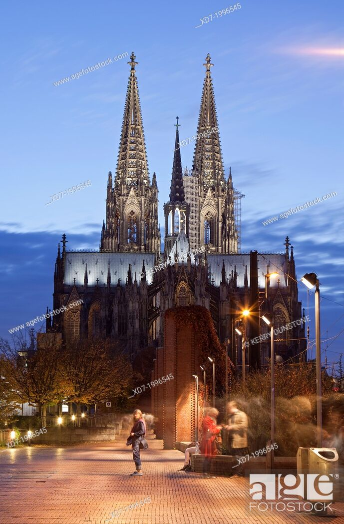 Stock Photo: Cologne Cathedral (Hohe Domkirche St. Petrus) at dusk, Cologne, Rhine-Westphalia, Germany.
