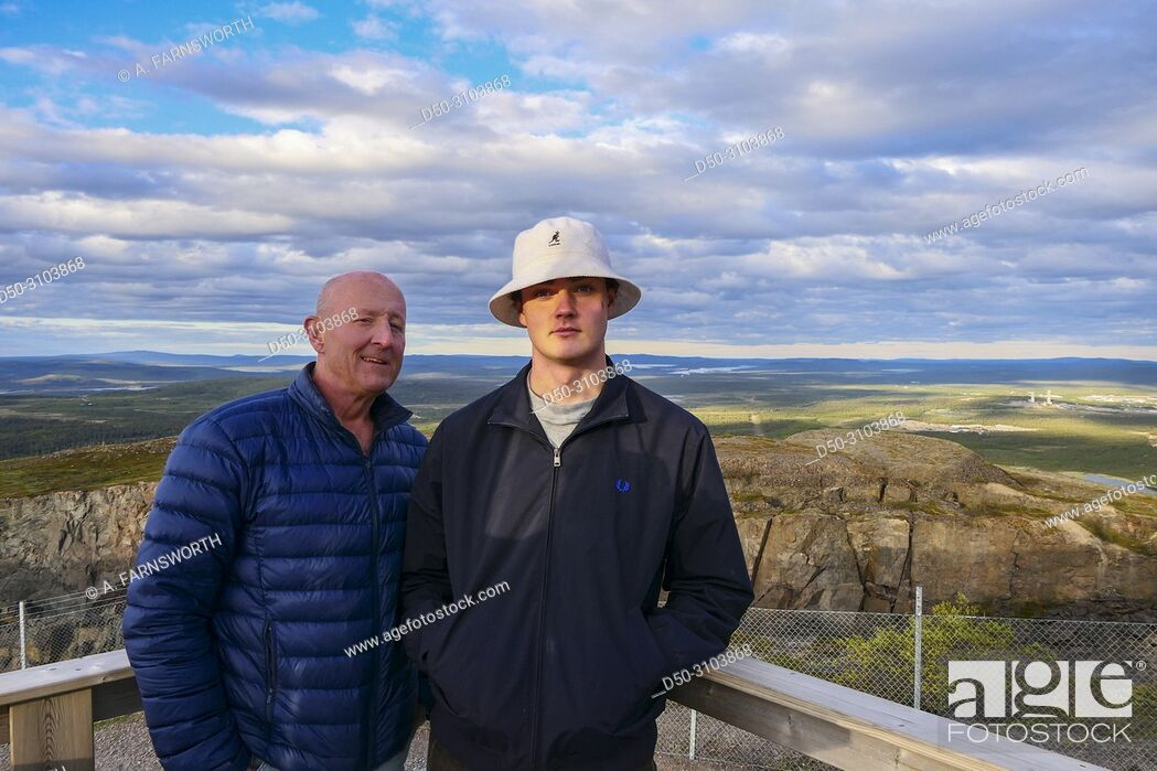 Photo de stock: Father and son admire the city views of the iron mining town of Kiruna. Kiruna, Sweden.