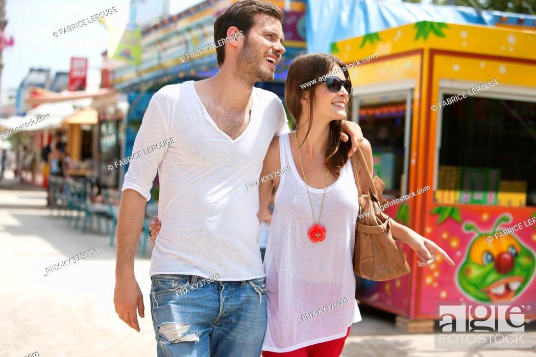 Stock Photo: Couple walking in amusement park, Jardin des Tuileries, Paris, Ile-de-France, France.