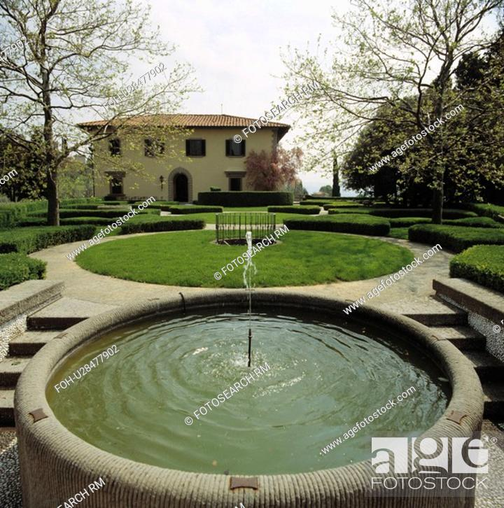 Raised Circular Pool And Fountain In Italian Country Garden Stock