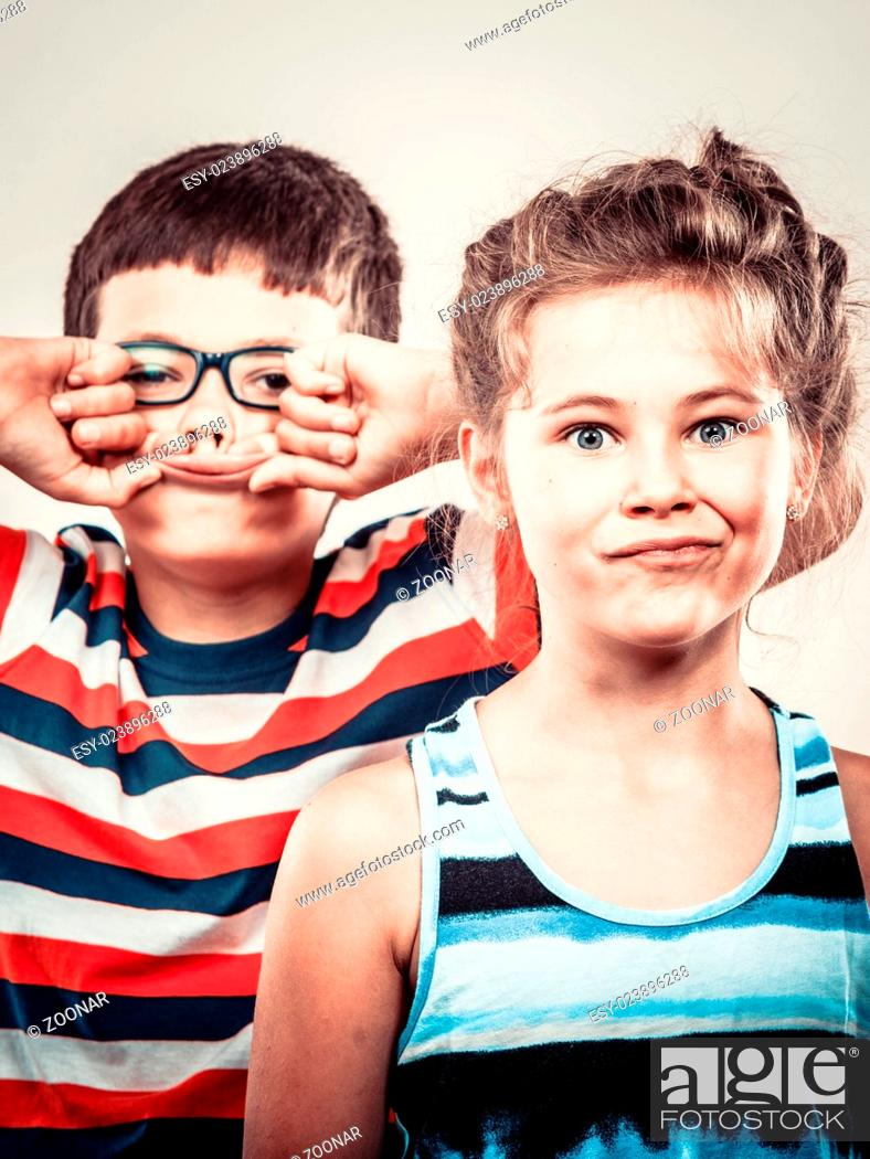 Imagen: Kids little girl and boy making silly face expression.