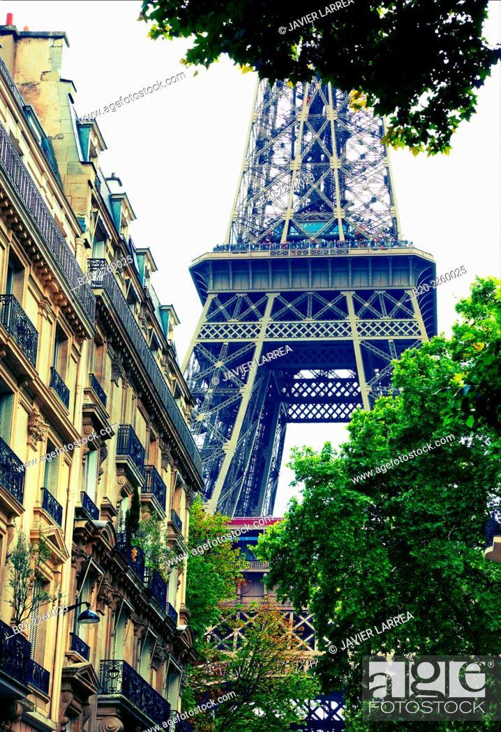 Stock Photo: Rue de l'Université. Eiffel tower. Paris. France.