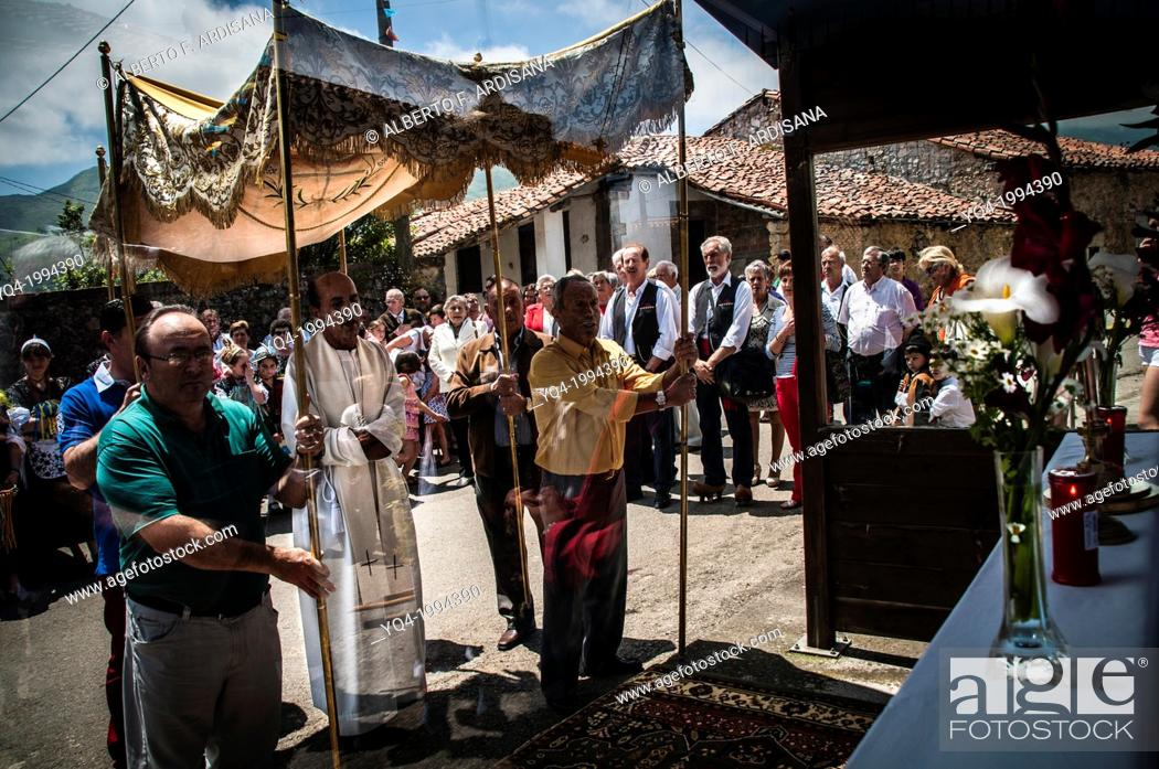 Stock Photo: During the procession of Santa Eulalia de Carranzo, Llanes, the cure stop to pray in front of the makeshift altar at the bus stop. Asturias.