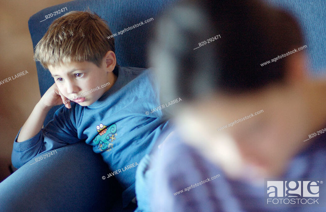 Photo de stock: 6 years old boy and 14 years old teenager.