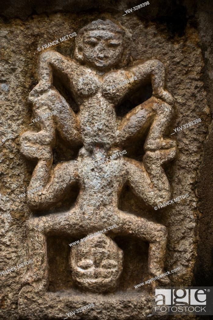 Photo de stock: Erotic sculpture in a hindu temple at Bhoramdeo ( Chhattisgarh, India).