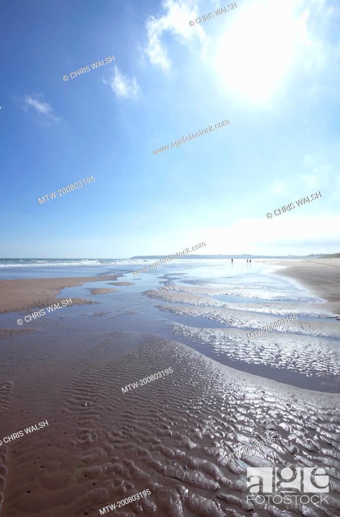 Imagen: Lunan bay blue sky sunshine beach summer.