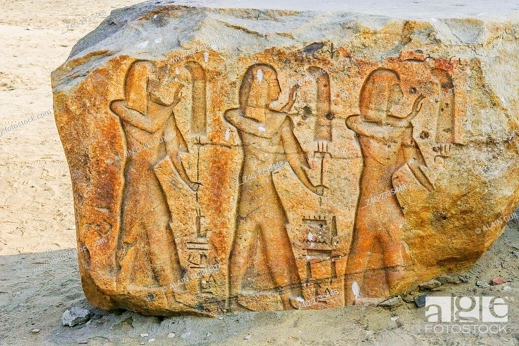 Imagen: Egypt, Nile Delta, Tanis, exhibition of several ancient artifacts : Procession of fanbearers.